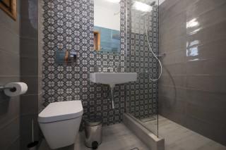 accommodation amphitrite apartment shower