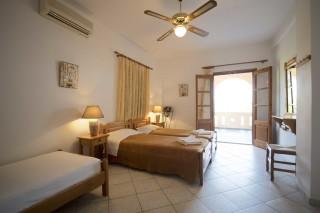 accommodation amphitrite bedroom