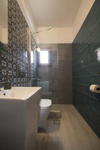 accommodation amphitrite studios bathroom (2)