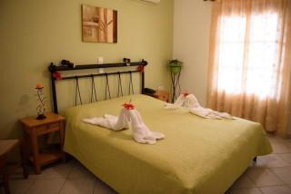 accommodation amphitrite studios bedroom