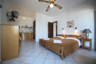 accommodation amphitrite studios bedroom area