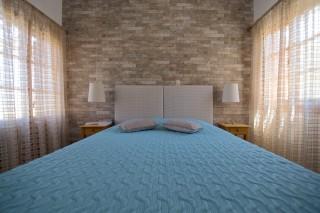accommodation amphitrite studios big bedroom