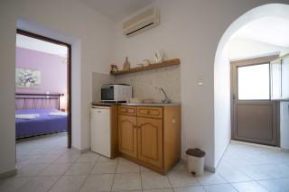 accommodation amphitrite studios kitchenette