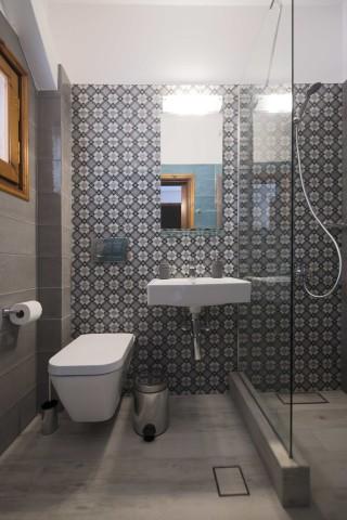 accommodation amphitrite studios shower