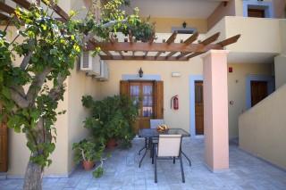accommodation amphitrite studios veranda